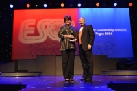 "Delta Air Lines из США получил награду ""ESQR's Best Quality Leadership Award 2014"" от ESQR в Лас Вегасе (США)."